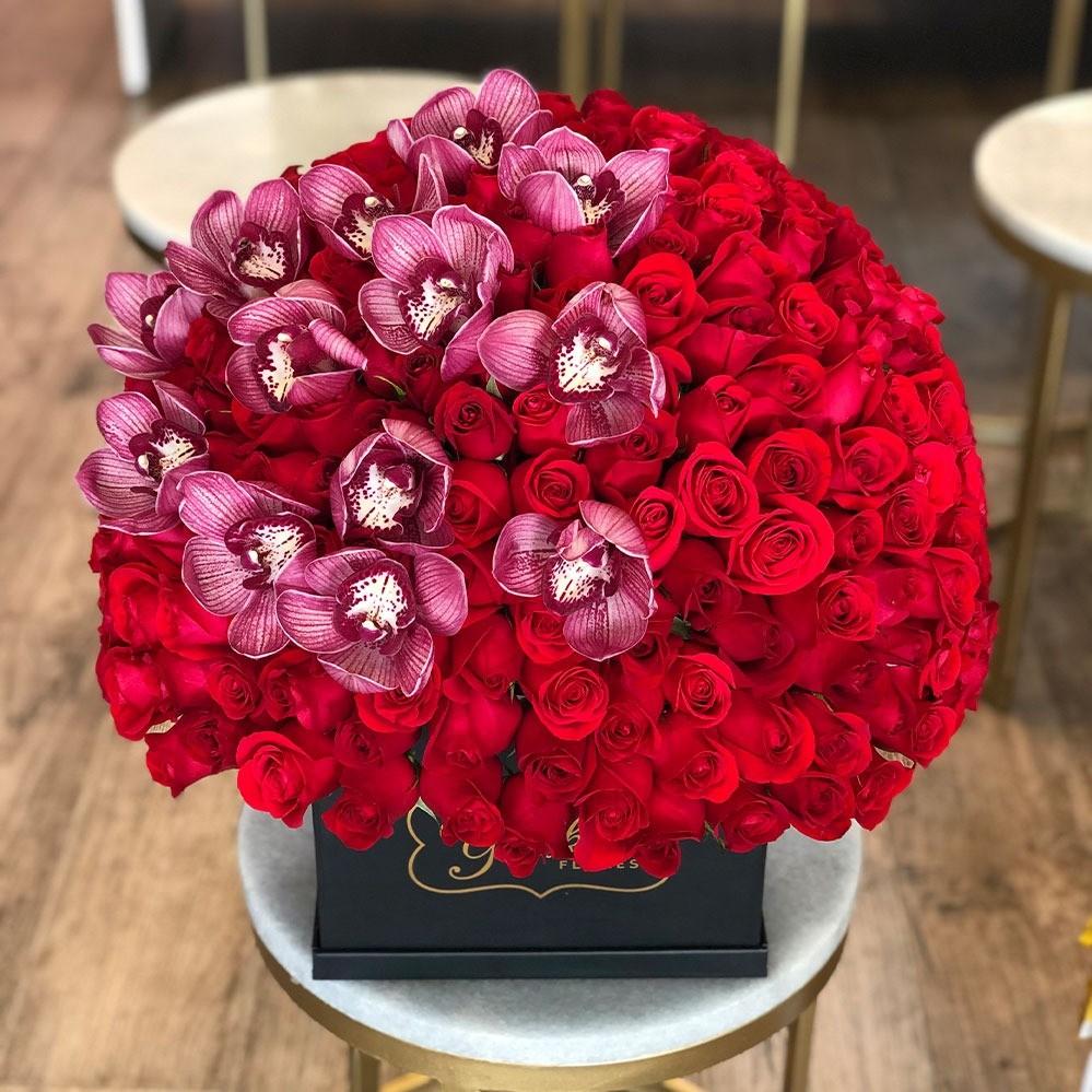 Esfera de rosas & orquídeas en caja yaakun especial cymb rosa