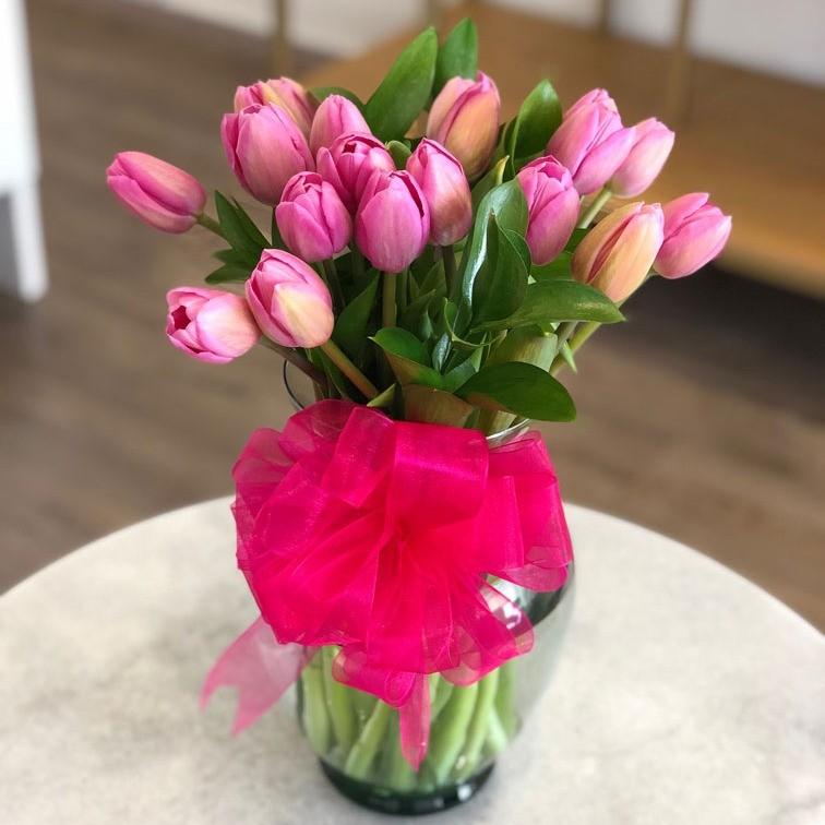 Florero con 20 tulipanes rosas