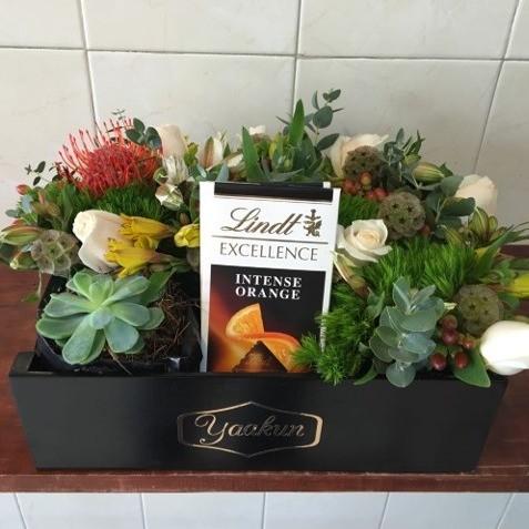 Flores & chocolate  en caja mini yaakun lindt