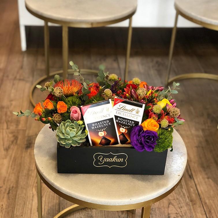 Flores & chocolates en caja mini yaakun dúolindt