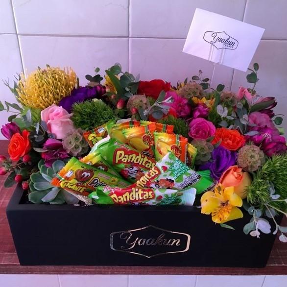Flores &dulces en caja mini yaakun rico