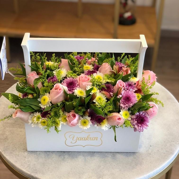 Flores en caja tipo canasta jardinera yaakun primaveral