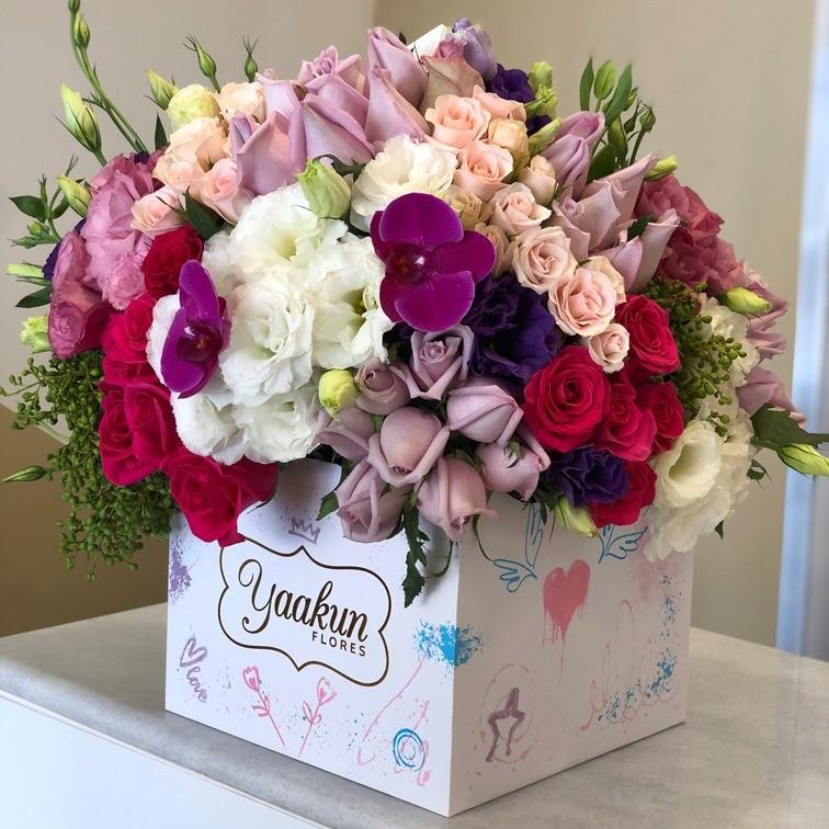 Flores finas en caja edición especial media esfera