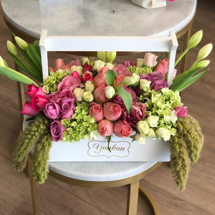 Flores finas en caja tipo canasta mini yaakun jardinera te adoro
