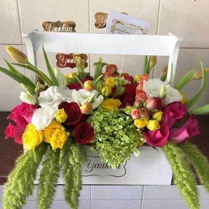 Flores finas en caja tipo canasta yaakun jardinera sol primaveral