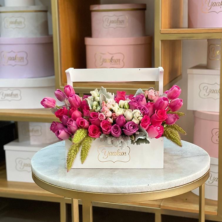 Flores finas en caja yaakun jardinera romántica