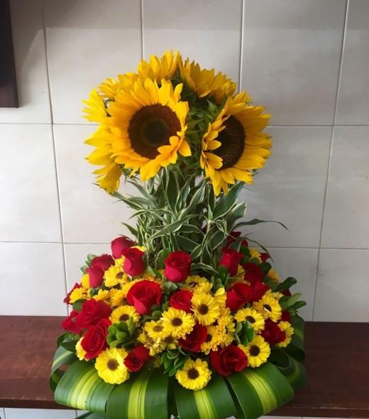 Arreglos Florales Con Rosas Rojas Y Girasoles Chile Hotels