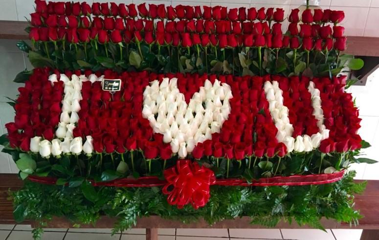 Arreglo de 300 rosas altas garden i love u