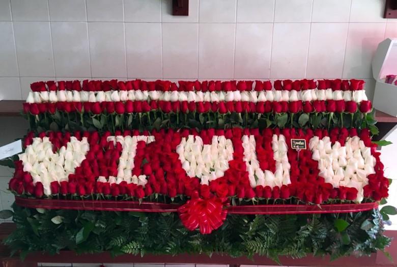 Arreglo de 500 rosas altas garden love, love, love
