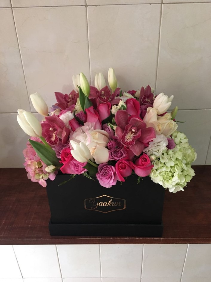 orquídeas y flores finas en caja negra yaakun flores