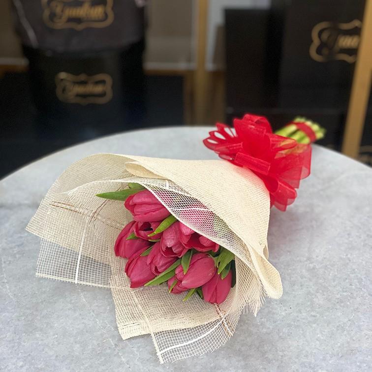 Ramo de 10 tulipanes cariño rojo