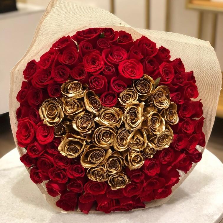 Ramo de 100 rosas corazón oro