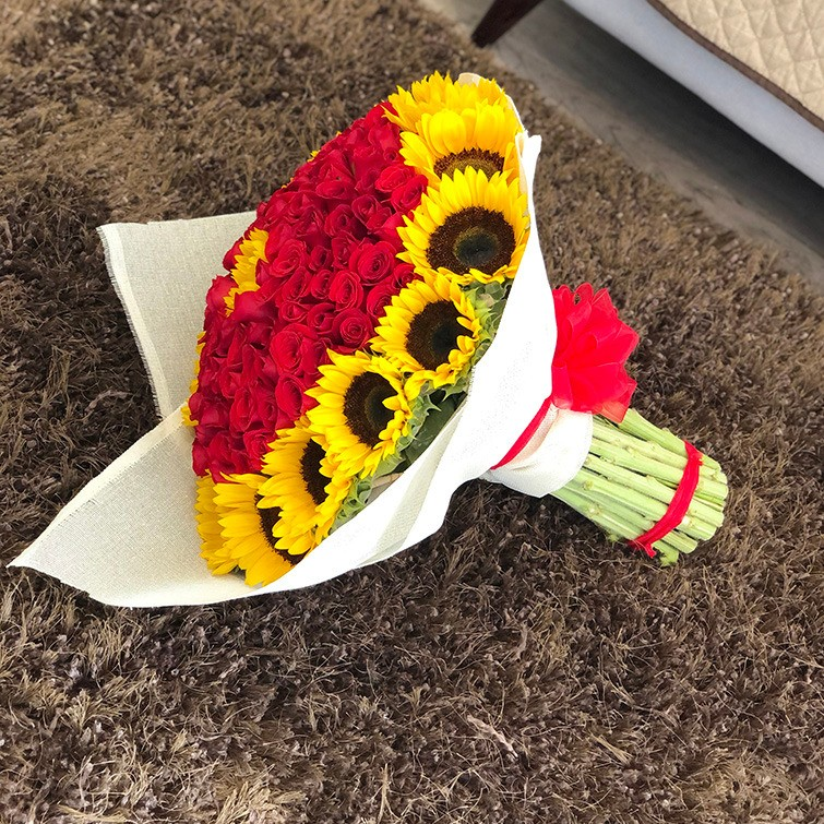 Ramo de 100 rosas rojas & 20 girasoles amanecer