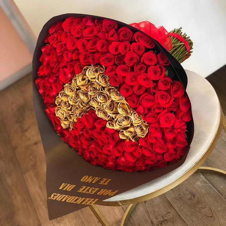 Ramo de 150 rosas corazón oro
