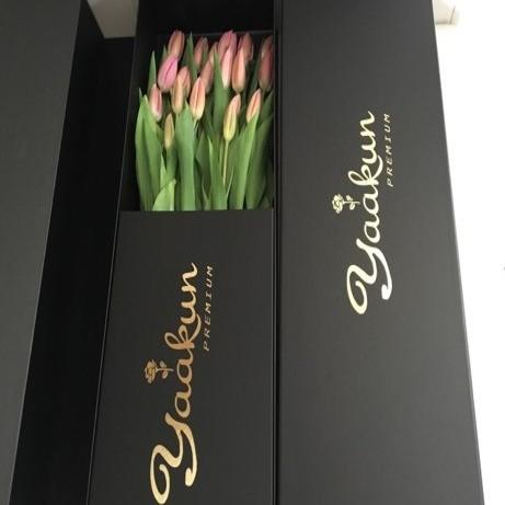 Ramo de 20 tulipanes en caja yaakun exclusive tulips