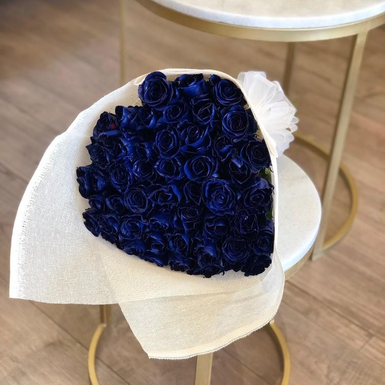 Ramo de 50 rosas amor azul
