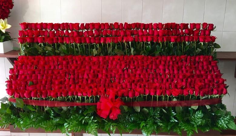 Arreglo de 500 rosas altas red garden