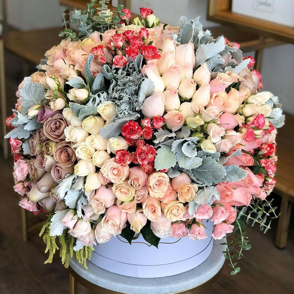 Rosas en caja circular lila tierno encanto