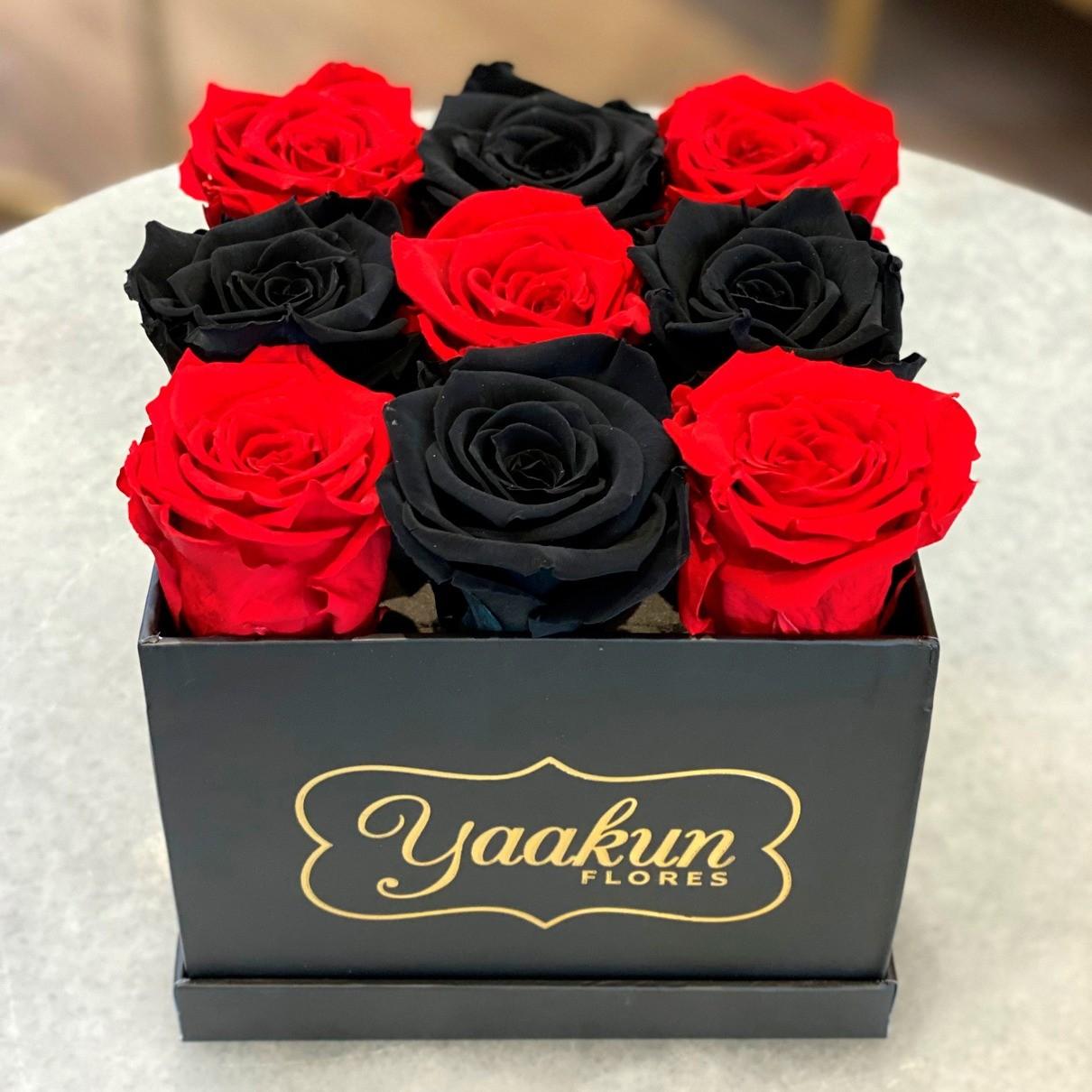 Rosas eternas en caja cuadrada chica black & red