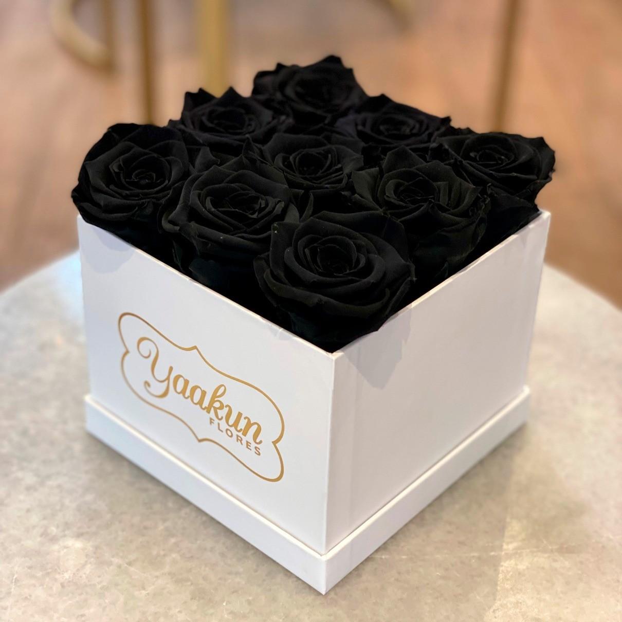 Rosas eternas en caja cuadrada chica black roses
