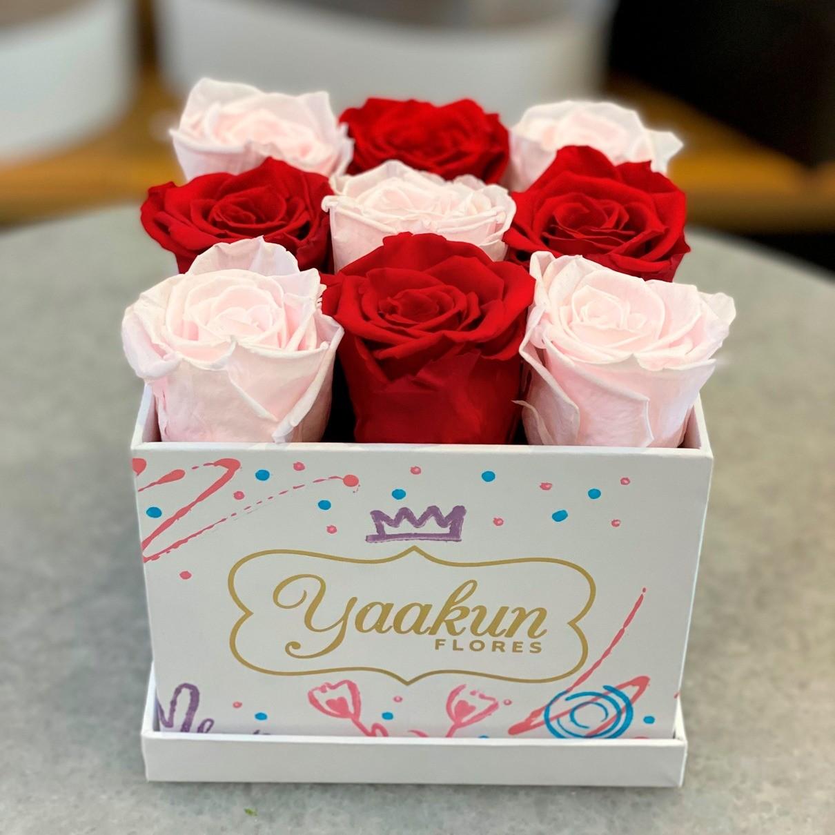 Rosas eternas en caja cuadrada chica edición especial pink and red