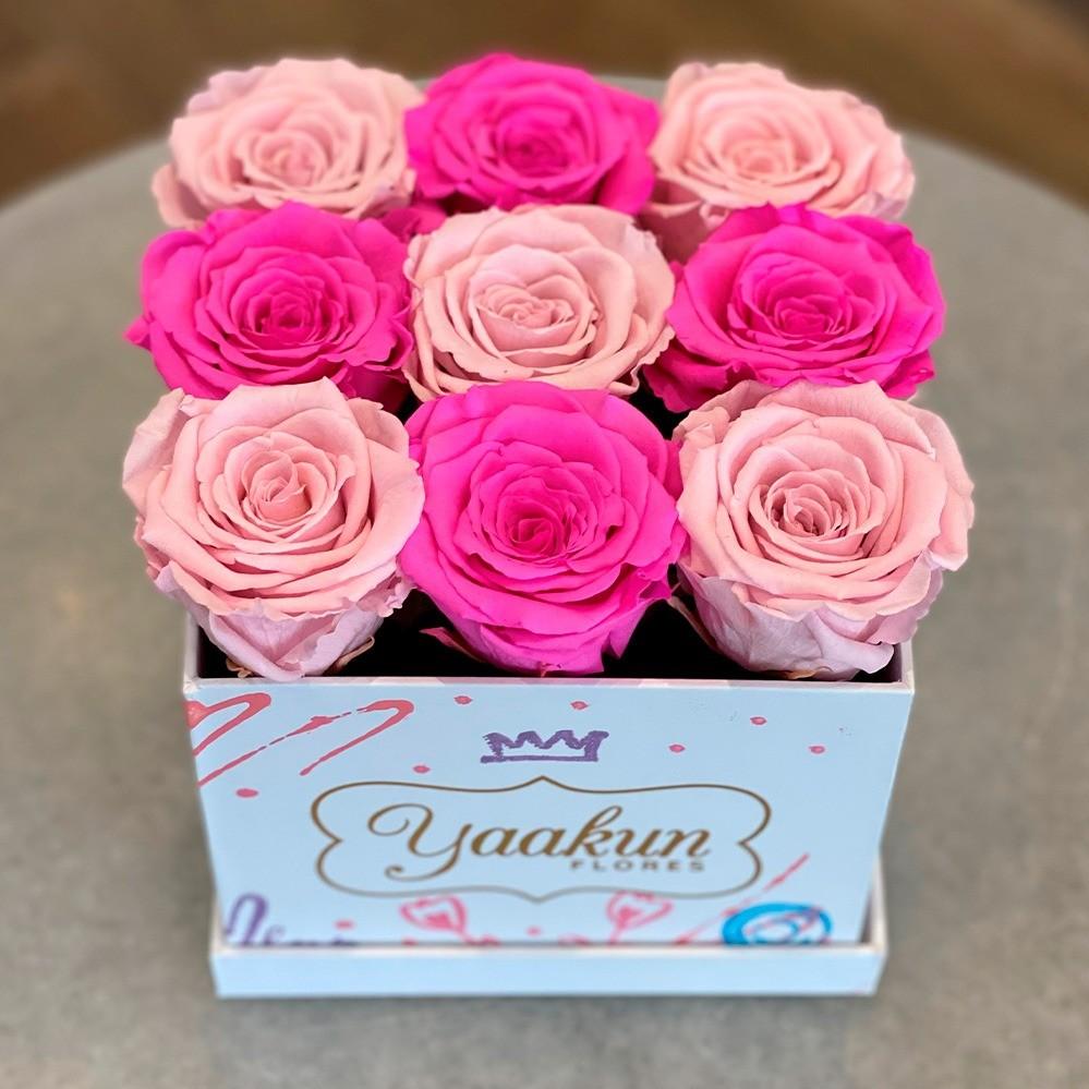 Rosas eternas en caja cuadrada chica edición especial romántica