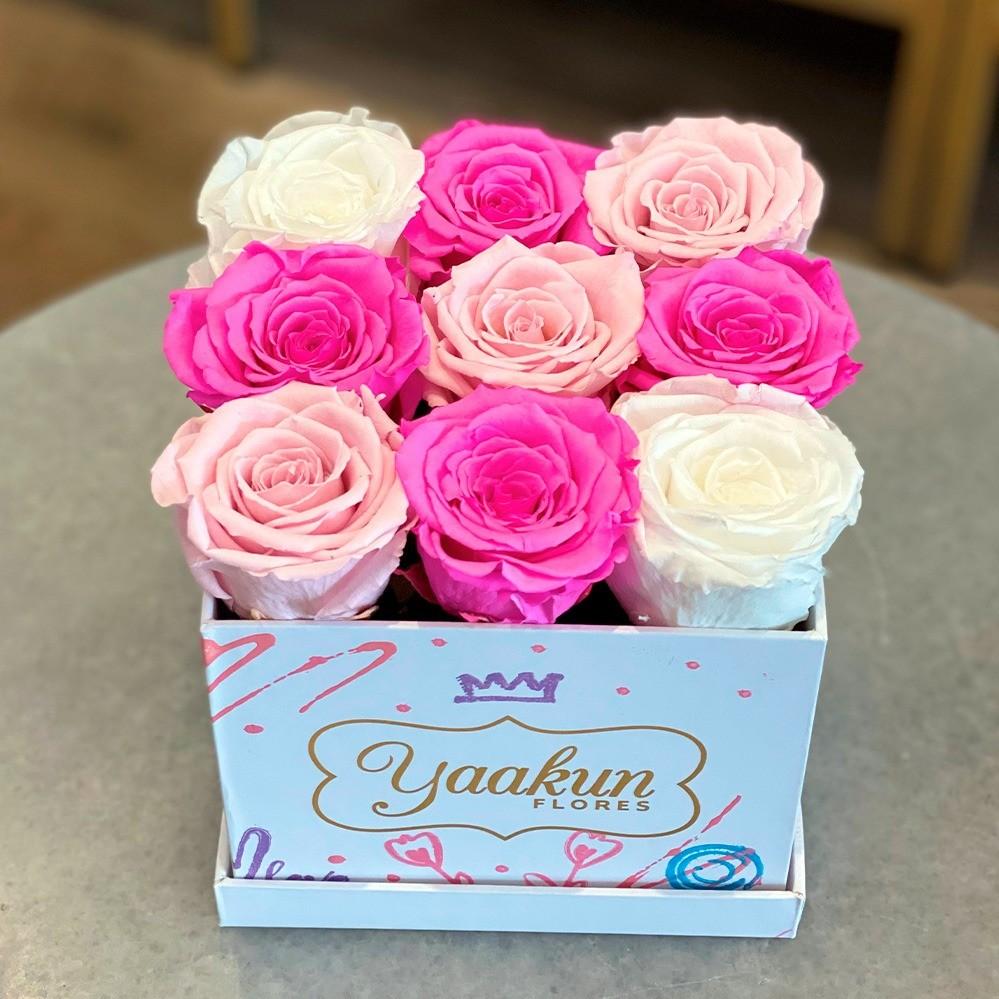 Rosas eternas en caja cuadrada chica edición especial te quiero
