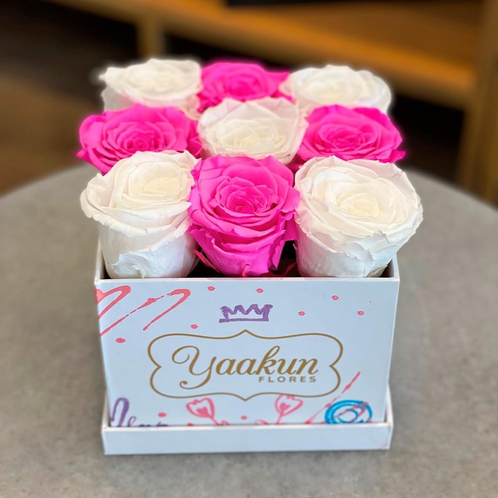 Rosas eternas en caja cuadrada chica edición especial white and fuchsia