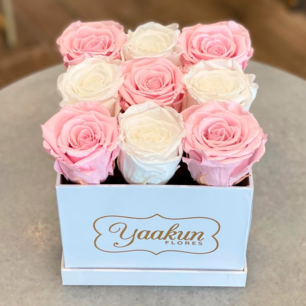 Rosas eternas en caja cuadrada chica pink and white