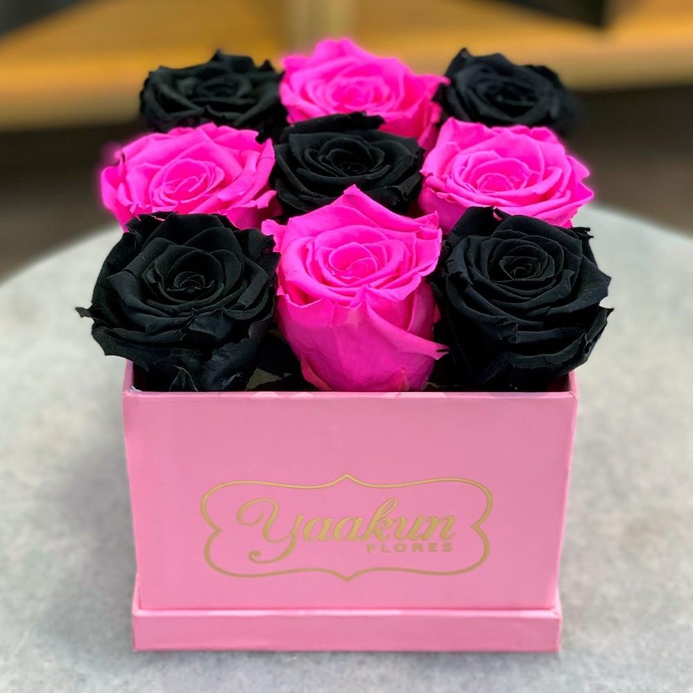 Rosas eternas en caja cuadrada chica rosa fuchsia and black
