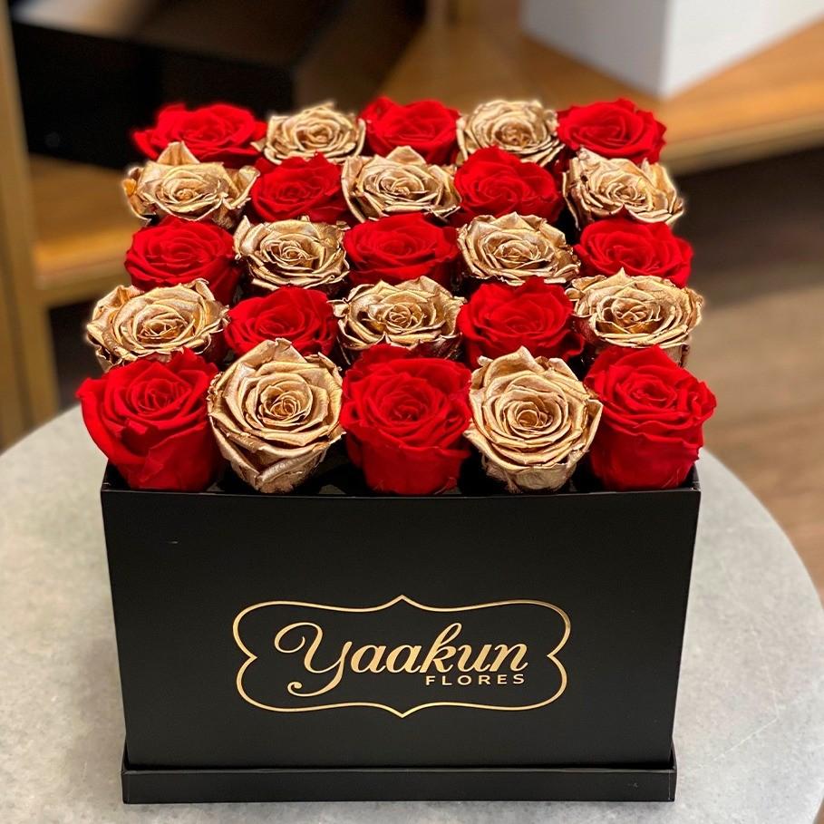 Rosas eternas en caja cuadrada negra red and gold