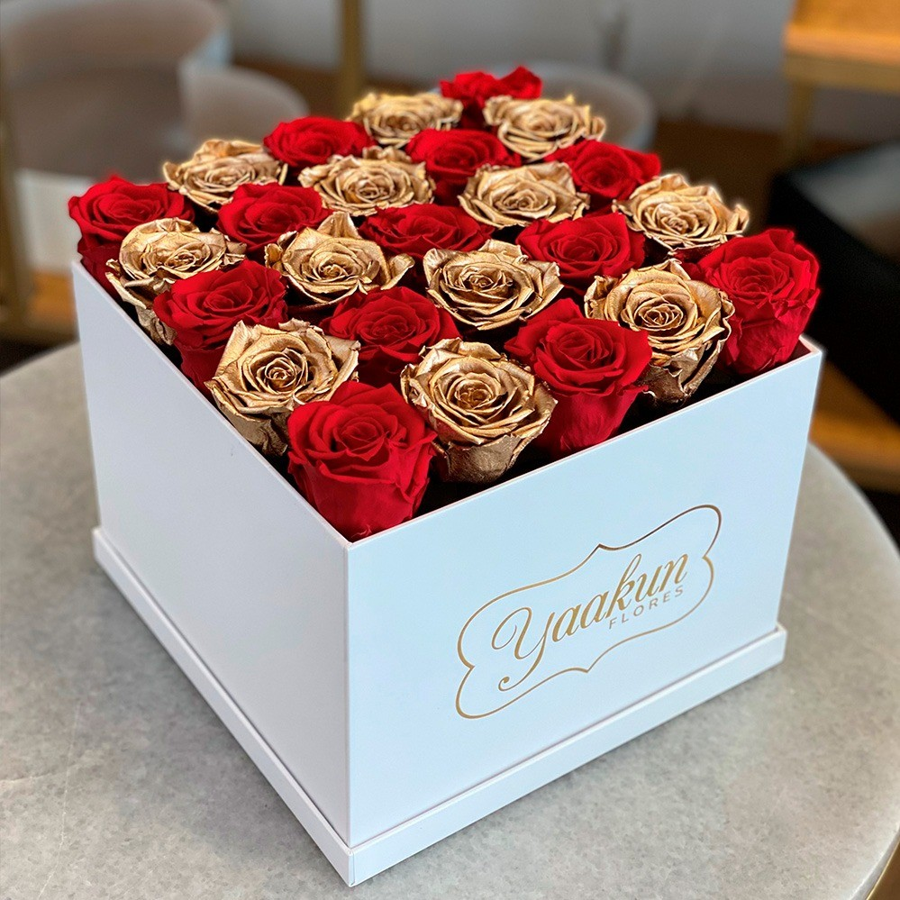 Rosas eternas en caja cuadrada red and gold