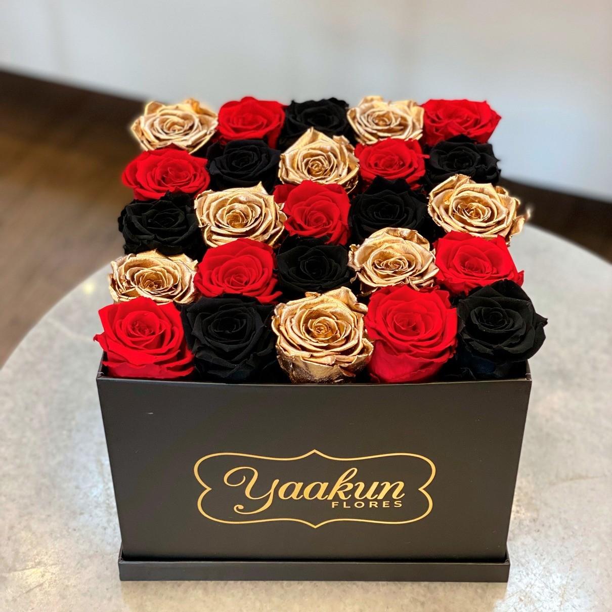 Rosas eternas en caja cuadrada red, black and gold