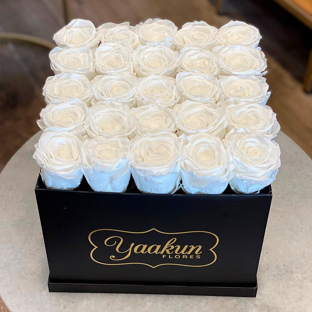 Rosas eternas en caja negra cuadrada rosas blancas