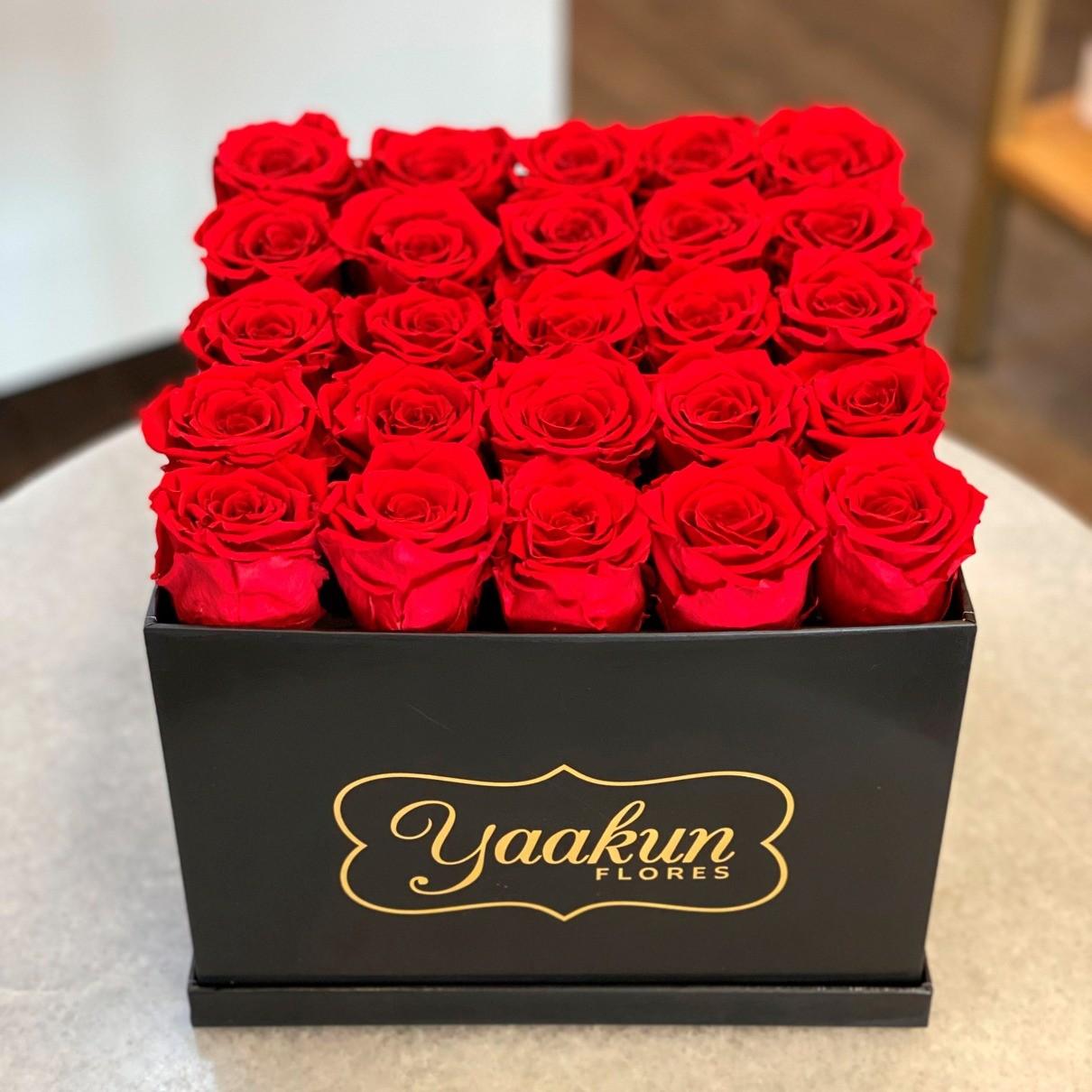 Rosas eternas en caja negra cuadrada rosas rojas