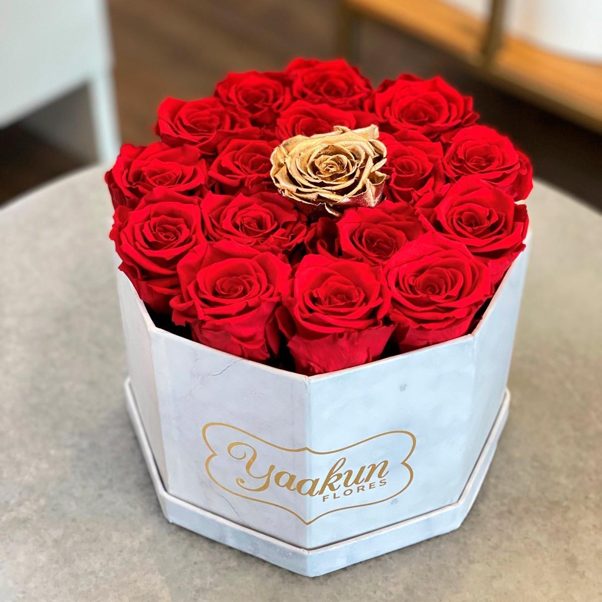 Rosas eternas en caja octagonal amor gold