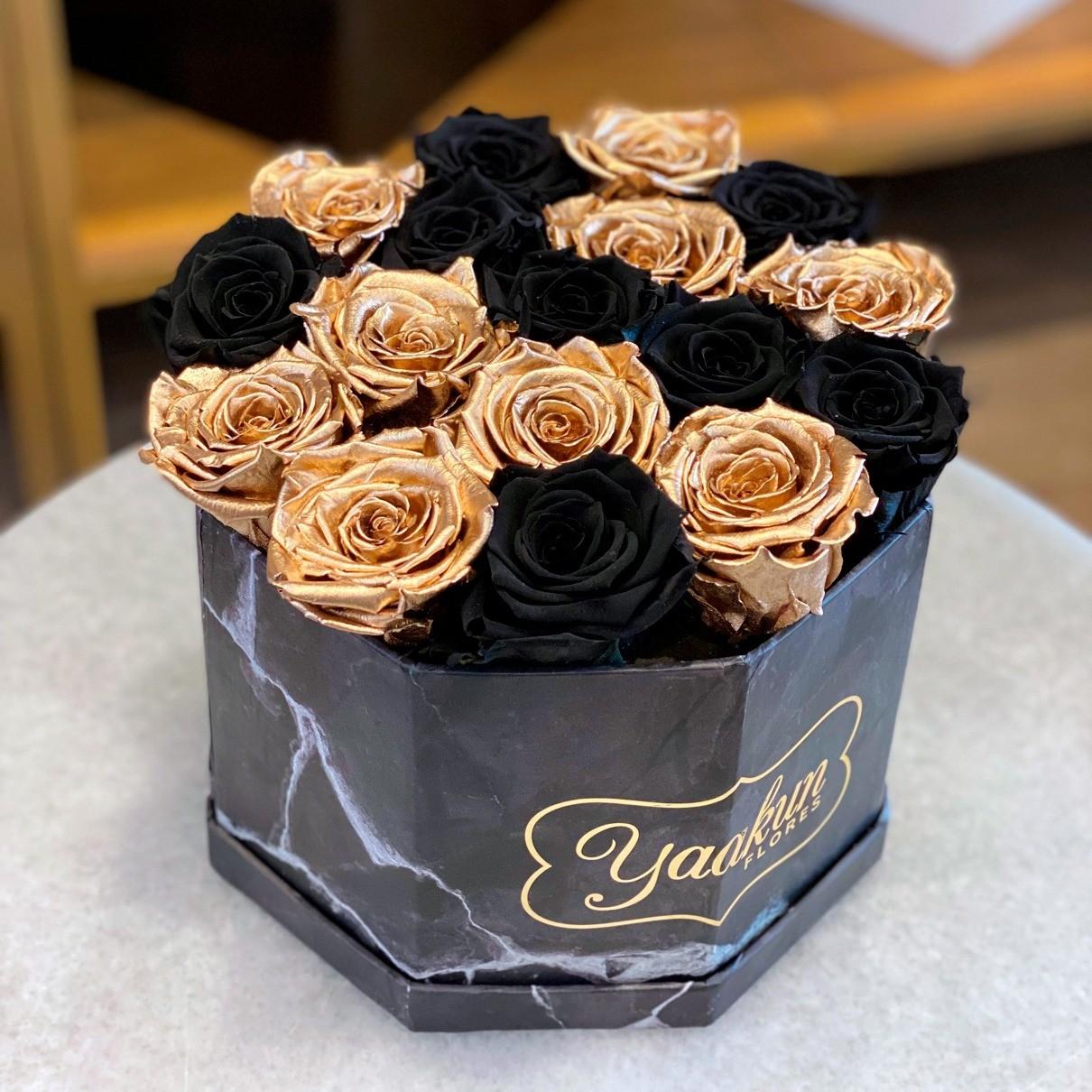 Rosas eternas en caja octagonal black & gold