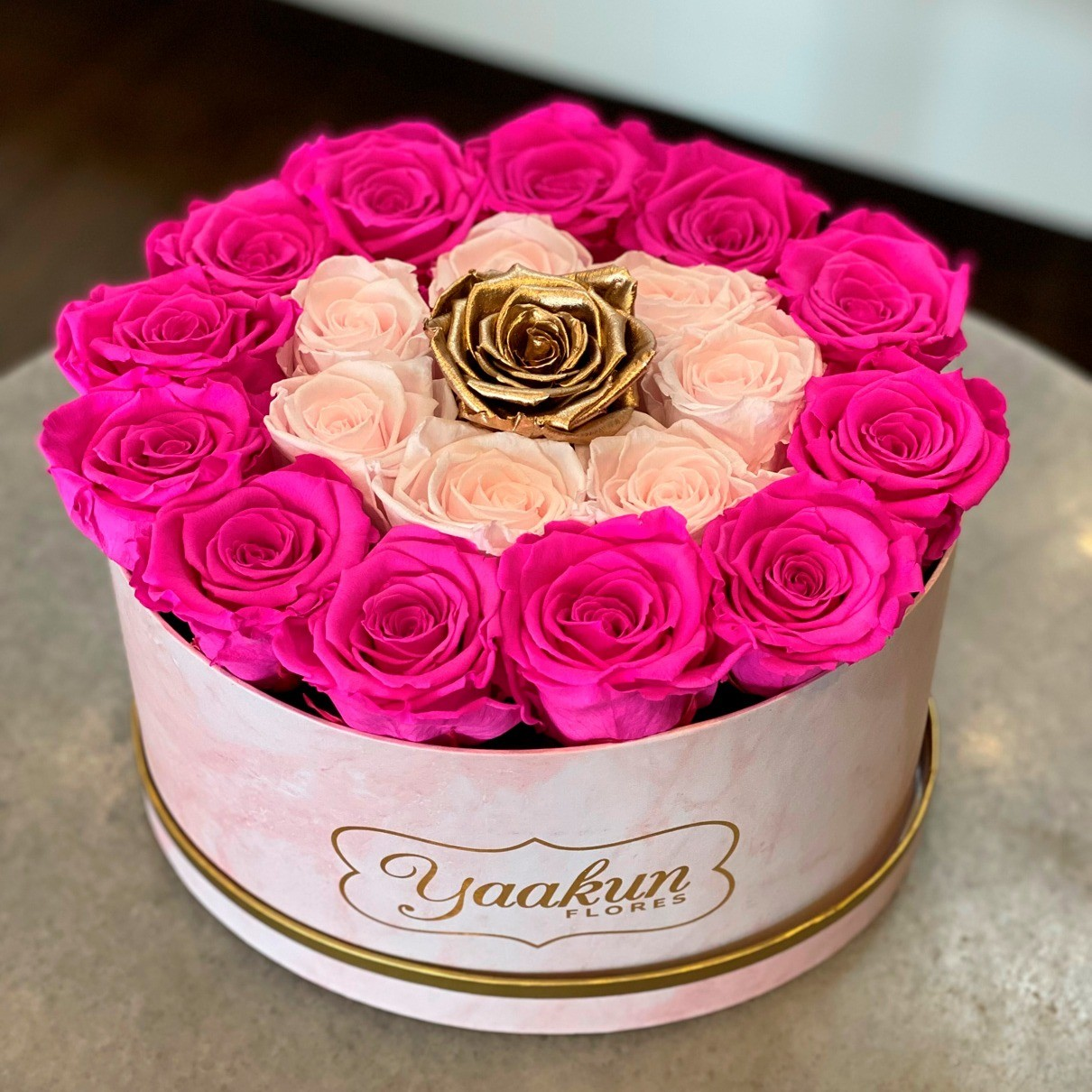 Rosas eternas en caja ovalada pink and gold