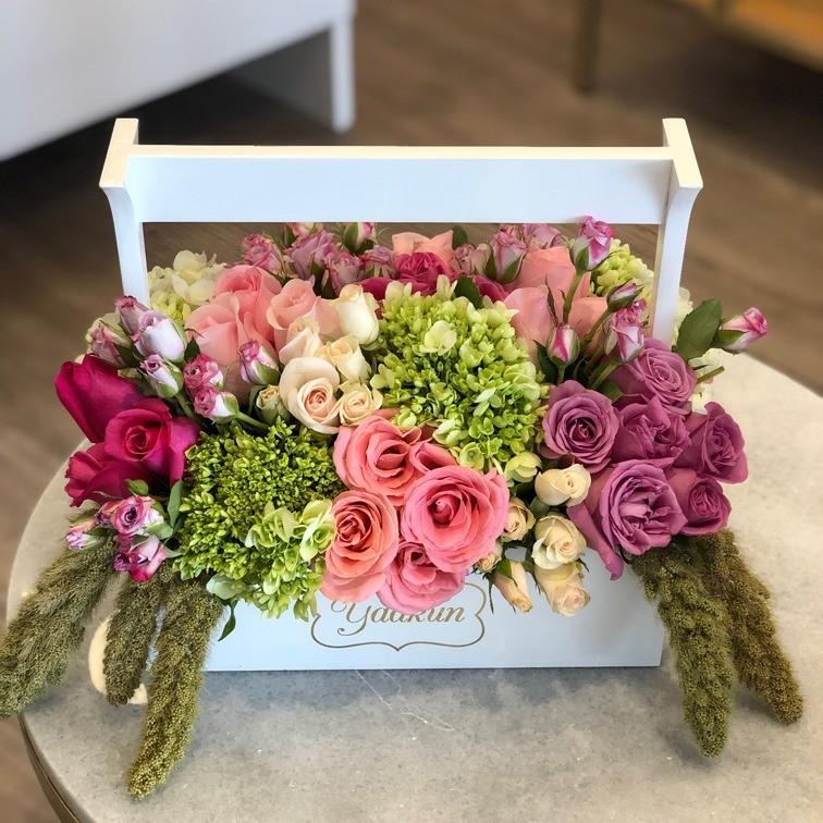 Rosas & hortensias en caja mini yaakun jardinera