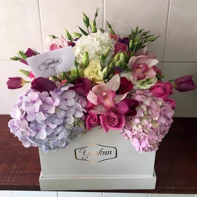 Rosas & hortensias en caja yaakun hortensia & cymbidium