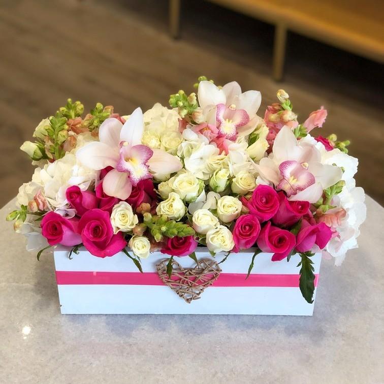Rosas y orquídeas en caja mini yaakun flores finas